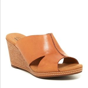 Clarks Women's Helio Island Wedge Sandal Tan 9